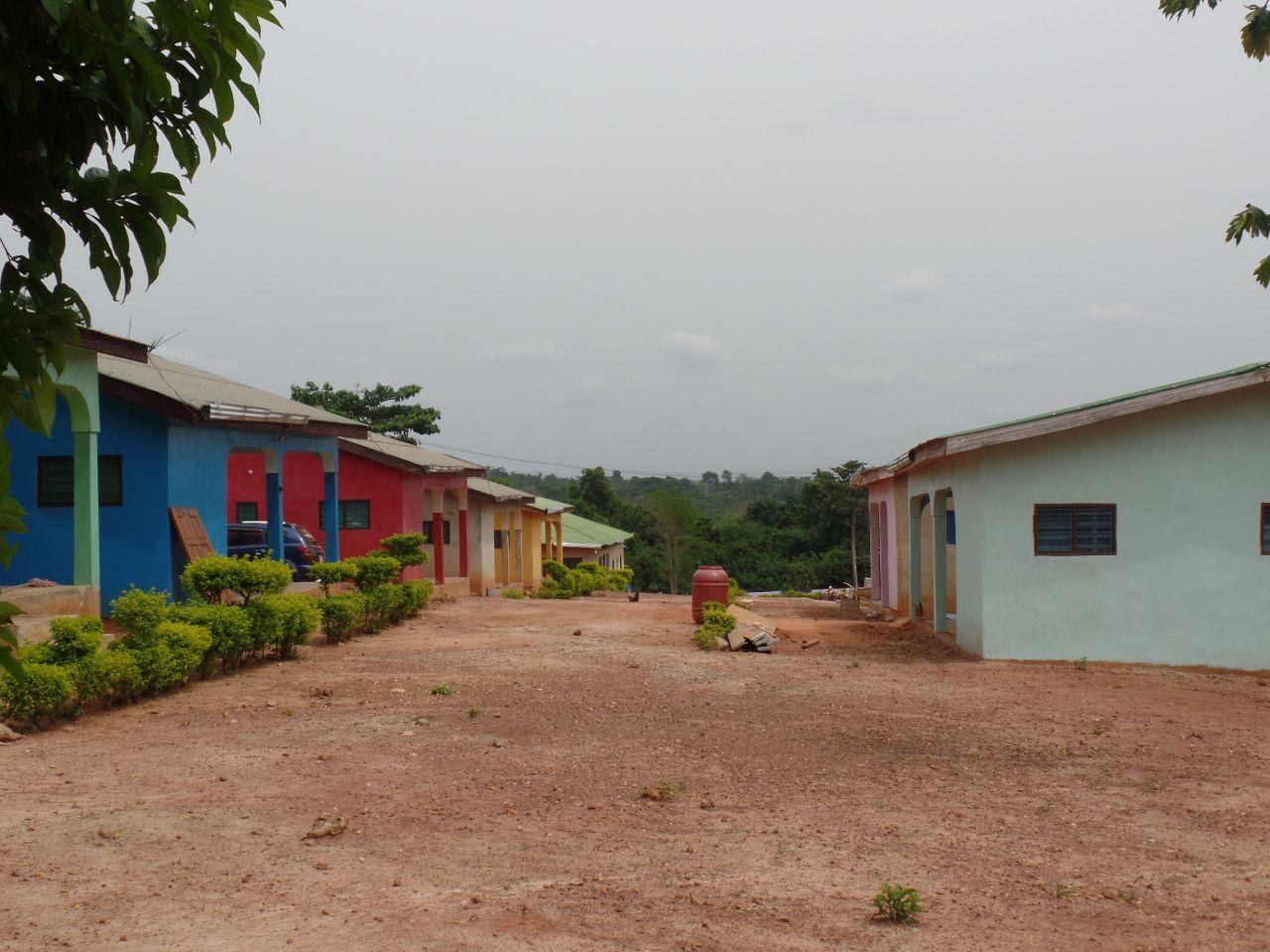 rechts die neuen Häuser...sanftere Farbtöne sind angesagt